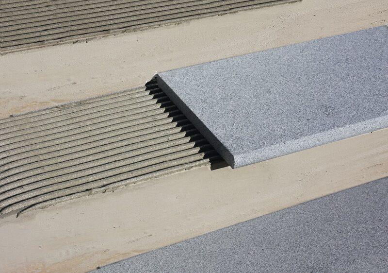 Häusler Granit Poolrand und Stufen - Verarbeitungsmaterial