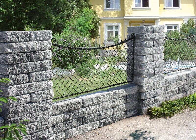 Häusler Granit Zaunstein
